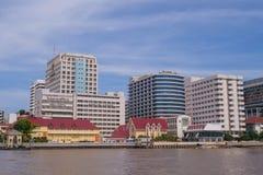 Hospital de Siriraj debajo del cielo azul Imagen de archivo