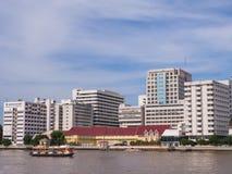 Hospital de Siriraj sob o céu azul Fotografia de Stock