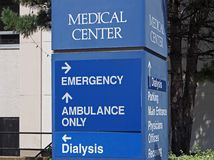 Hospital direction sign Royalty Free Stock Photos