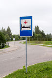 Hospital sign next to the road Royalty Free Stock Photos