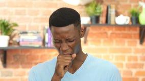 Hosta sjukt svart hosta för ung man stock video