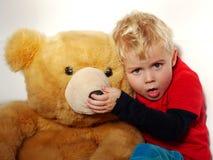 Hostande pojke Fotografering för Bildbyråer