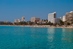 Hotéis de Majorca e a praia do mar Mediterrâneo Fotos de Stock Royalty Free