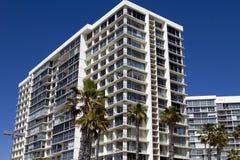Hotéis e condomínios da praia do oceano Imagem de Stock Royalty Free