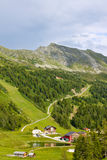 Hotéis e residenciais em cumes austríacos Imagem de Stock Royalty Free