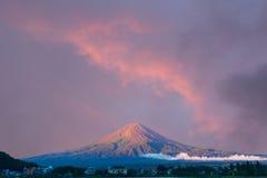 Hotéis largos do céu do nascer do sol da manhã do Mt Fuji fotos de stock