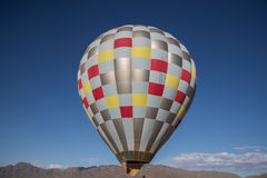 Hot air balloon in flight Royalty Free Stock Photos