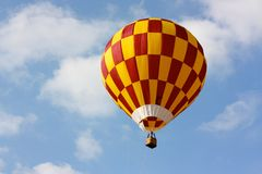 Hot air balloon flying Royalty Free Stock Images