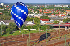 Hot air balloon over the city Stock Photography