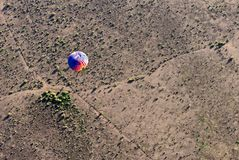 Hot air balloon over desert Royalty Free Stock Photography