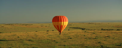 Hot air balloon over Masai Mara Royalty Free Stock Photos