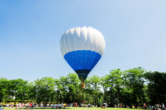 Hot air balloon over the park with blue sky Royalty Free Stock Photos