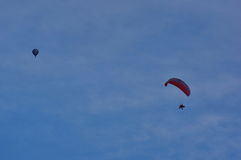 Hot air balloon and paraglider Royalty Free Stock Photography