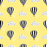Hot air balloon pattern. Seamless style hot air balloon, kids illustration background pattern with clouds on the sky. Black and white aerostats. Vector Royalty Free Stock Images