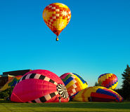 Hot_air_Balloon_Preparation royalty free stock images