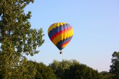 Hot Air Balloon rising Royalty Free Stock Photos
