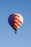 Hot air baloon in flight Royalty Free Stock Photography