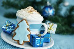 Hot chocolate and ginger bread Stock Photography