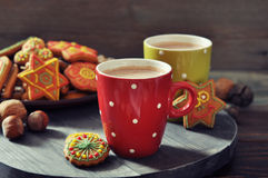 Hot chocolate with ginger cookies Royalty Free Stock Photography