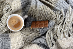 Hot chocolate with knitted scarf in the winter Notitie voor redacteur: Stock Photo