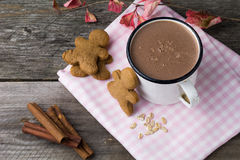 Hot chocolate in white mug with gingerbread cookies Royalty Free Stock Photos
