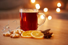 Hot christmas drink with spices and gingerbread Royalty Free Stock Photos