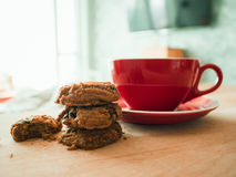 Hot cocoa and chocolate chips cookies. Royalty Free Stock Photos