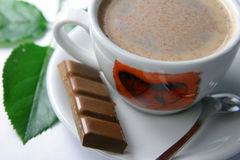 Hot coffee. A cup of hot coffee with four cubes of chocolate Royalty Free Stock Photography