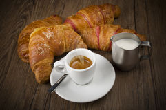 Hot coffee and fresh croissants Royalty Free Stock Photos