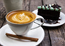 Hot coffee and mint choholate cake Royalty Free Stock Photos