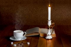 Hot cup of fresh coffee on the wooden table Royalty Free Stock Images