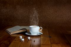 Hot cup of fresh coffee on the wooden table Royalty Free Stock Photography