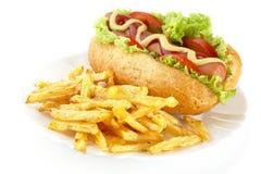 Hot-dog avec des pommes frites d'un plat sur le blanc Images stock