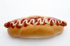 Hot-dog avec le ketchup et le fromage Image libre de droits