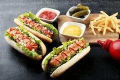Hot dog con le verdure fotografia stock