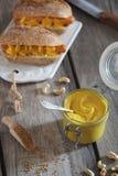 Hot dog della soia della senape Immagini Stock