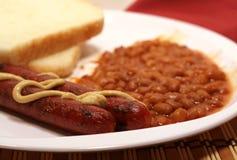 Hot dog e fagioli Fotografia Stock Libera da Diritti