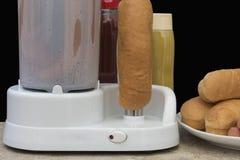 Hot dog maszyna z kiełbasy inside i bieg, Zdjęcia Royalty Free