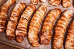 Hot dog with sesame seeds on shelf in Bakery shop Stock Photography