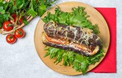 Hot dog w oberżynie na sałata liściach Zdjęcie Royalty Free