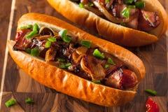 Hot-dogs enveloppés par lard fait maison Photo stock