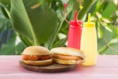 Hot-dogs et chickenburgers photographie stock libre de droits
