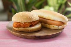 Hot-dogs et chickenburgers Photo libre de droits