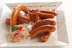 Hot-dogs et saucisses avec de la sauce Photos stock