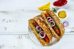 Hot dogs faits maison image libre de droits