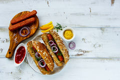 Hot dogs faits maison photos stock