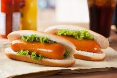 Hot-dogs sur le papier pour le repas Photographie stock
