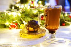 Hot drink with marshmallows on the background of Christmas decorations.  stock images