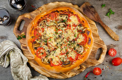 Hot homemade pizza ready to eat. Mushrooms, ham, tomatoes and cheese Royalty Free Stock Photos