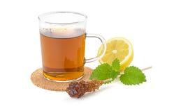 Hot kuper av tea med citronen Fotografering för Bildbyråer